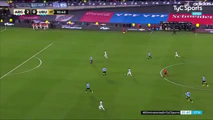 Buena jugada de Messi