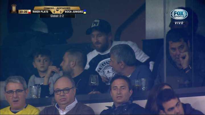 Messi está en el palco viendo la final