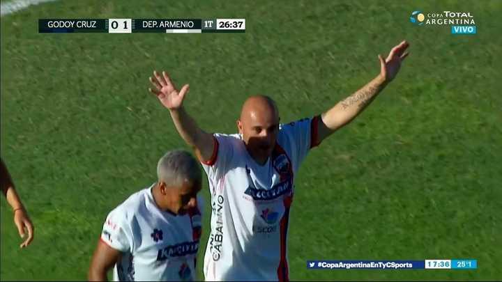 Terrible golazo de Ortíz para Deportivo Armenio