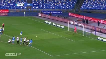Insigne, de penal, puso el 1-0 de Napoli ante la Juve