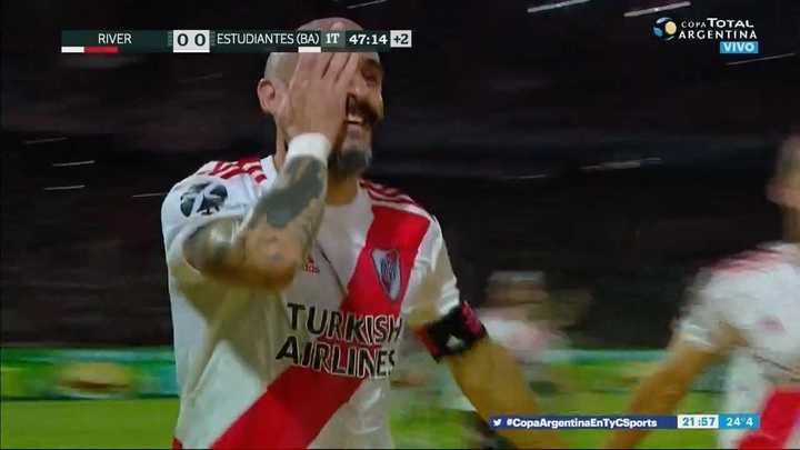 Martínez Quarta se la bajó y Pinola la metió