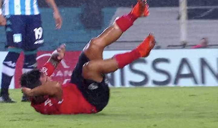 González recibió un golpe en la cabeza y tuvo que salir en ambulancia del estadio