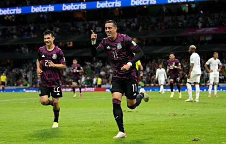 Rogelio Funes Mori convirtió en el 3-0 de México a Honduras