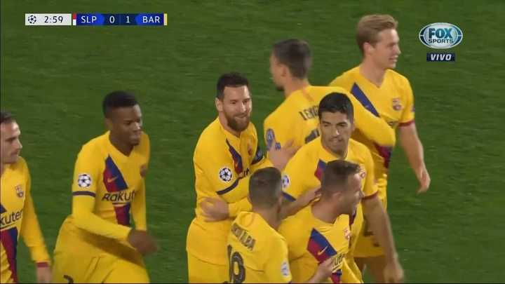 Messi aprovechó un descuido para meter el primero
