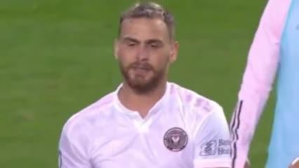 La increíble expulsión de Higuaín terminado el partido