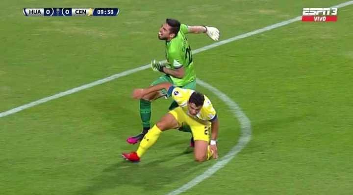 Dupuy se fue expulsado en un minuto por doble amarilla