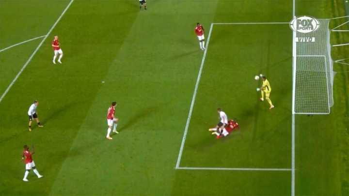 Romero salvó al United del empate en la última del partido