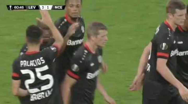 Avivada de Palacios y gol del Bayer