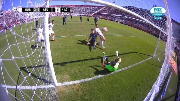 Lucas Barrios aprovechó un rebote y marcó el segundo