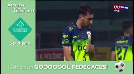 El increíble gol en contra en El Salvador