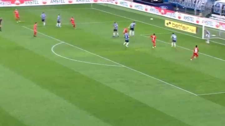 Kannemann marcó en contra para Gremio