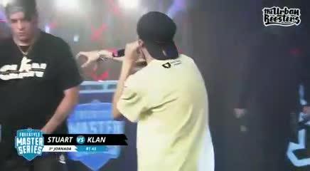 Stuart la rompió toda contra Klan