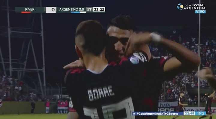 La tercera es la vencida: Matías Suárez marcó el segundo