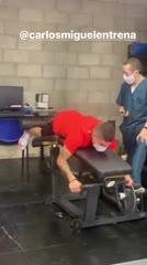Juan Fernando Quintero trabajando con el fisioterapeuta de la selección