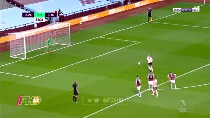 Emi Martínez atajó su primer penal en Aston Villa