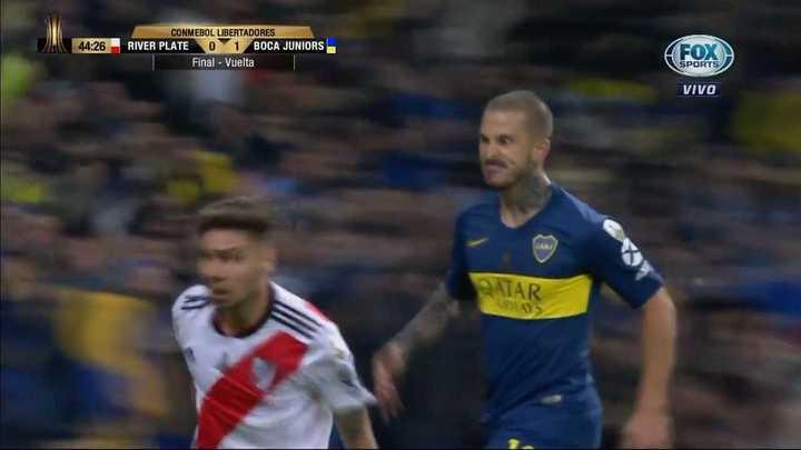 El gesto de Benedetto a Montiel luego de convertir el gol