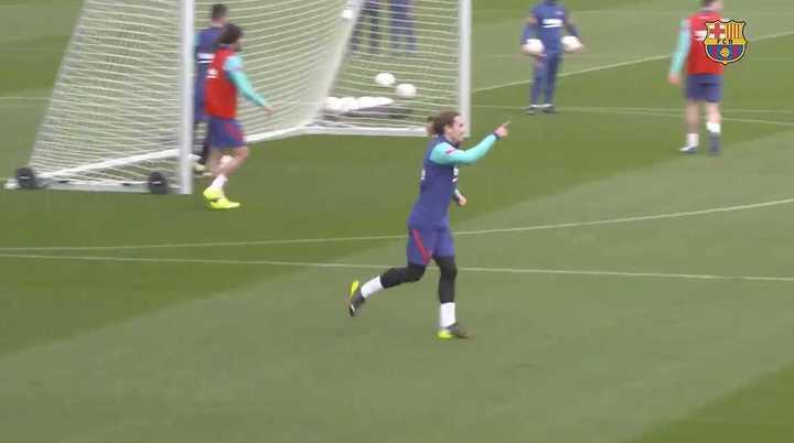 Pase de Messi y gol de Griezmann
