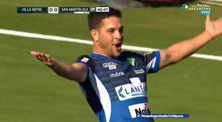 Entró, asistió, y gol de Villa Mitre