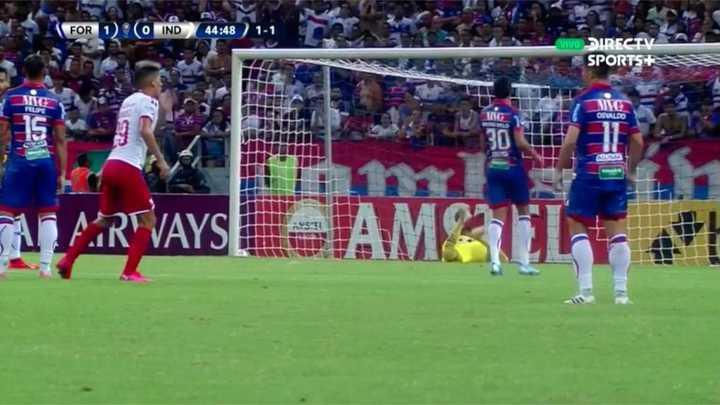 Fernández probó rematando al arco
