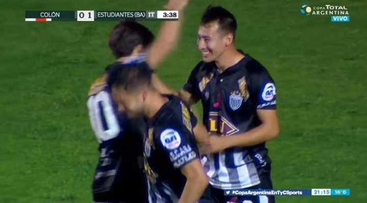 García marcó el 1 a 0 de Estudiantes de Caseros