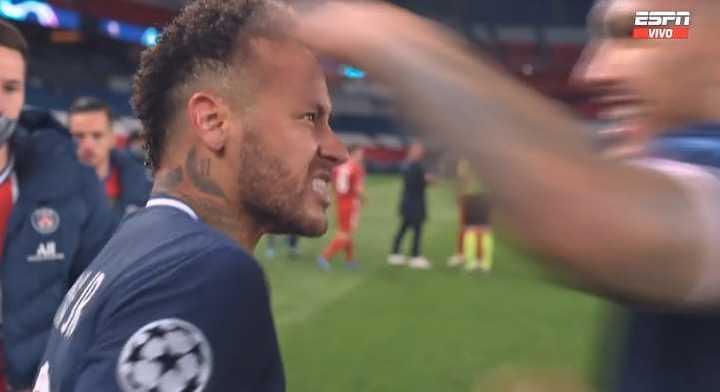 El abrazo y grito de Neymar con Paredes