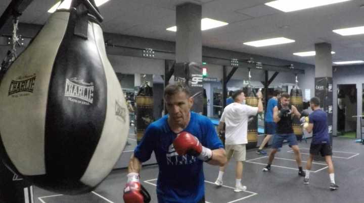 Maravilla Martínez se entrena para la pelea del sábado