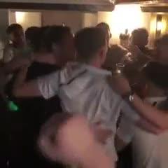 El Derby festejó en un bar