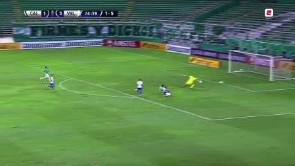 Tarragona remató y convirtió el cuarto para Vélez