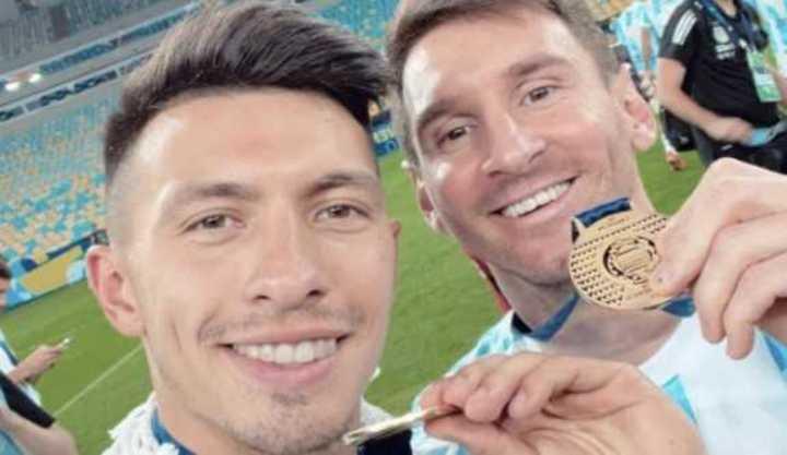 Lisandro Martínez y su elogio a Lionel Messi