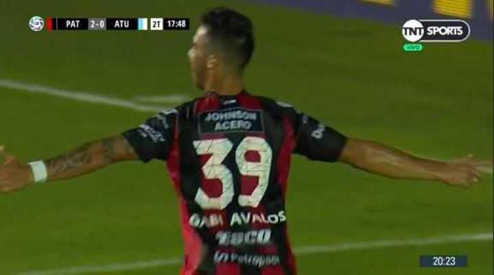 Avalos, de penal, marcó el 3 a 0 para el Patrón