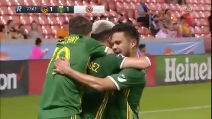 El primer gol de Brian Fernández en su debút en la MLS (@TimbersFC)