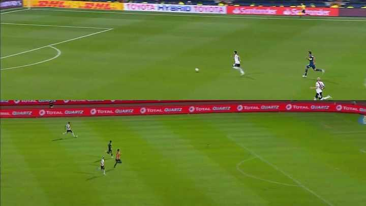 Exequiel Palacios liquidó el partido con un gol idéntico al del Pity Martínez en la final ante Boca