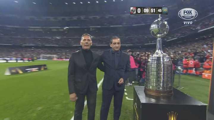 Ramón Díaz y Russo presentan la copa en la previa