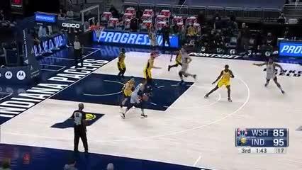 Westbrook llegó a su 181° triple-doble en su carrera