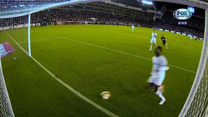 Boca llegó al tercero por Caicedo que marcó en contra