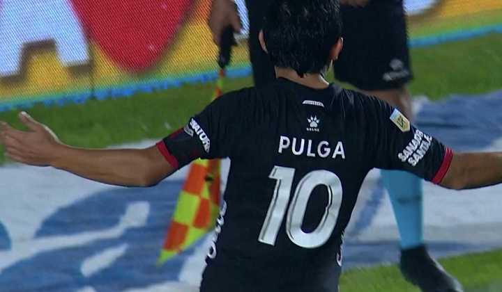 El Pulga Rodríguez convirtió el penal definitivo que clasificó a Colón a semifinal