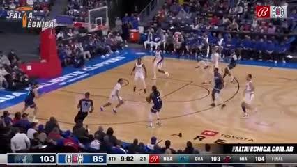 Leandro Bolmaro y su primer triple en la NBA