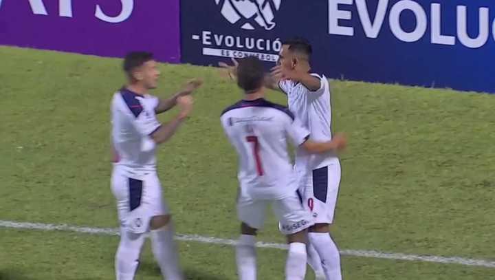 Independiente se puso arriba con gran remate de Herrera