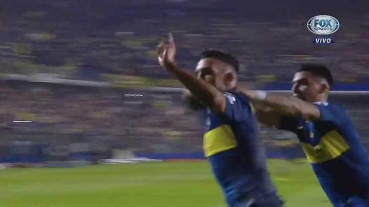Tevez entró y cambió la dinámica de Boca