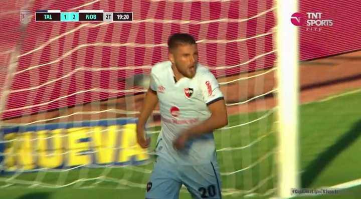 Fernández marcó el segundo de Newell's