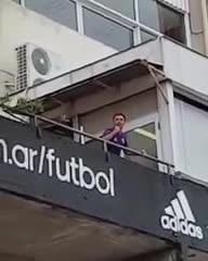 Gallardo festejando junto a los hinchas de River el empate en la Bombonera por la final de ida de Copa Libertadores.