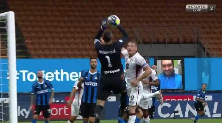 Blooper del arquero y gol del Torino
