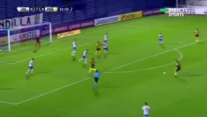El palo volvió a salvar a Vélez
