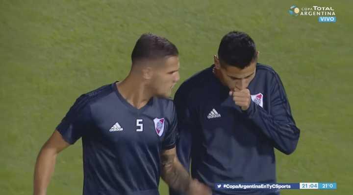 Angileri debió ser sustituído antes del partido por un ataque de tos