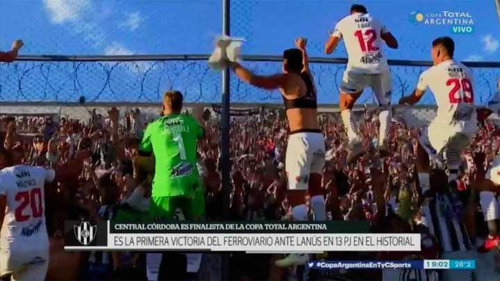 Los jugadores de Central Córdoba festejaron la clasificación