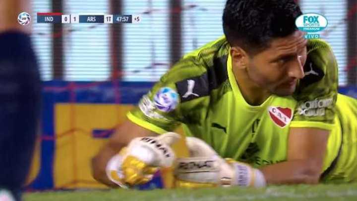 El blooper que casi termina en gol de Arsenal