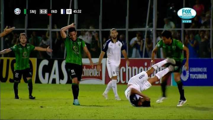 Pablo Pérez se fue expulsado, el Rojo se queda con diez