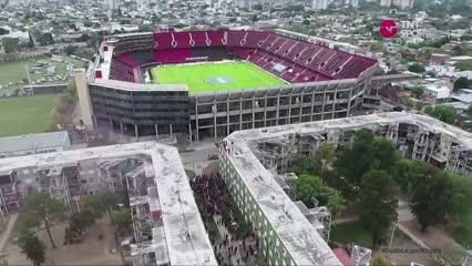 Hinchas de Colón se amontonan en las afueras del estadio
