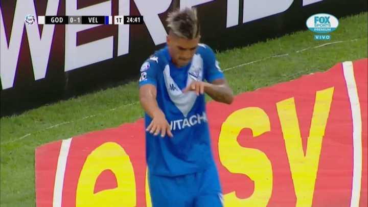 Fernández marcó el primero de Vélez de penal