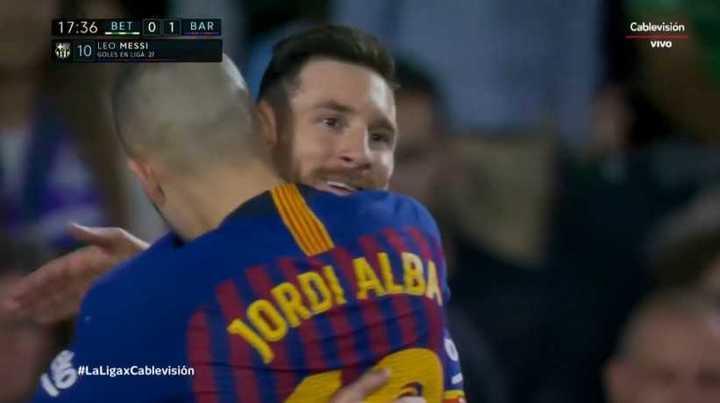 Messi clavó un golazo de tiro libre